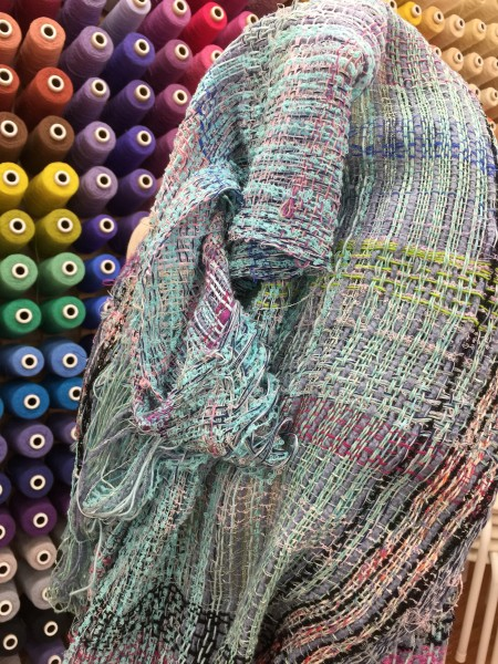 細い横糸で優しく織っています💕