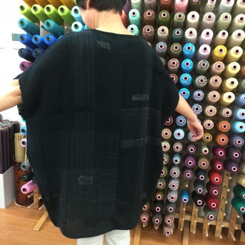 さらりと一枚で着られるチュニック✨ちょっとラメ糸を織り込んで… 涼しげな薄手の布地です☝️