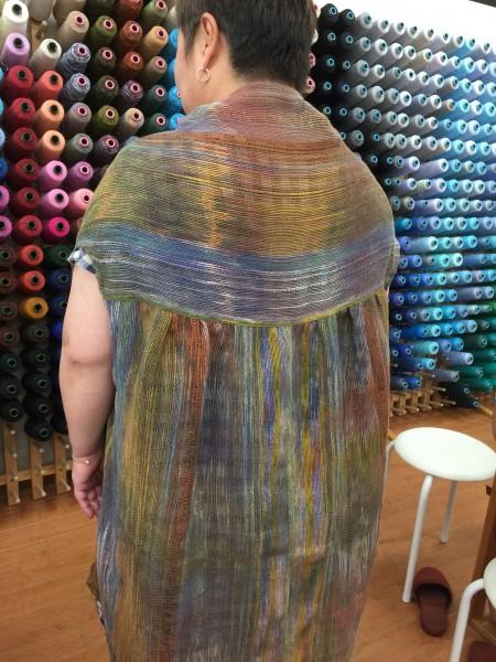 多色染めに定番麻糸で織っています✨ 染め色が引き立ちますね👋😀