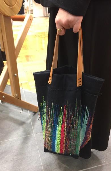 2つのバッグは年パスのSさんの作品💕 織った翌週にはバッグに👀お見事👌